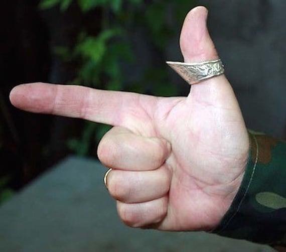 images?q=tbn:ANd9GcQh_l3eQ5xwiPy07kGEXjmjgmBKBRB7H2mRxCGhv1tFWg5c_mWT Archery Thumb Ring Uk