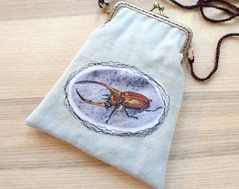 Pochette, petit sac, scarabée, entomologie, sac brodé, fermoir métal sur sac brodé scarabée