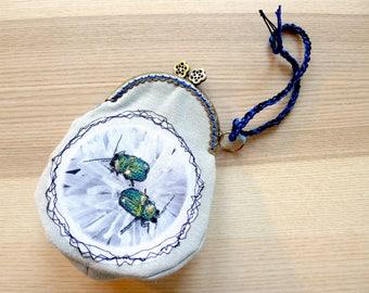Pochette, porte-monnaie, scarabée, entomologie, sac brodé, fermoir métal sur sac brodé scarabée
