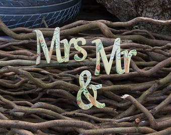 Mr & Mrs Table Stand Wood
