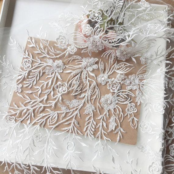 ... Lourd tissu de dentelle perlée Ivoire, de mariée dentelle, dentelle de  mariage Ivoire, ... 63fdd7fab36