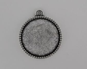 Pendant Charm holder round cabochon 20mm for double sided cabochon. Silver tone metal. To personalize as you wish. Retro Vintage.