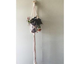 Macramé plant hanger
