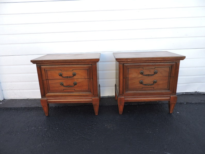 Furniture French Pair Of Distressed Painted Nightstands End Side Tables By Kindel 9341