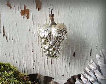 Vintage xmas tree ornament ~ silver grape ~ brocante christmas ~ shabby chic decoration ~ hb0943d