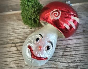 "3,94"" grinning mushroom Christmas tree ornament ~ Toadstool ~ Glass tree ornament ~ Vintage Xmas tree ~ Merry Christmas ~ hz6421pi"
