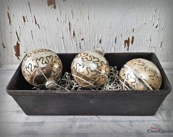 "3 Christmas Baubles Ø 2,76"" ~ Silver Balls ~ white + garnet painting ~ Vintage Christmas Tree ~ Shabby Chic ~ Nostalgic Christmas ~ hb0975"
