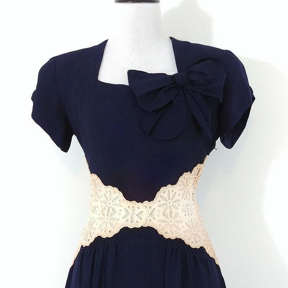 Vintage 1940s Lace Midriff Gown | 40s Navy Blue D… - image 3