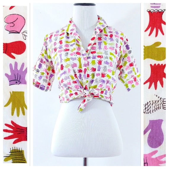 Vintage 1950s Novelty Print Glove Blouse | 50s Nov