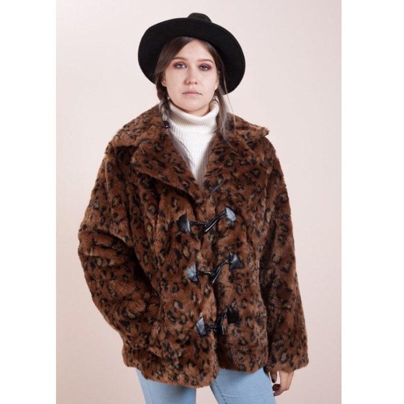 b20fda03255 Leopard print coat•Leopard fur•Faux fur coat•Vintage clothing•Womens fur  jacket•Animal pattern fur•Vegan fur• Brown fur•Brown vintage coat