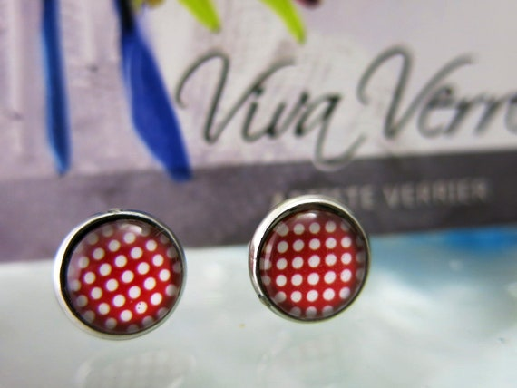 12mmx12mm glass cabochon earrings.  Hyperallergenic jewel.  Red and white.