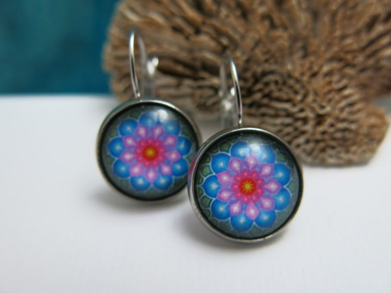 Mandala style earrings, hypoallergenic glass cabochon.