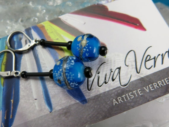 Dangling glass earrings in glass spun with a blowtorch.  Blue, beige and black. Hypoallergenic jewel. Murano glass!