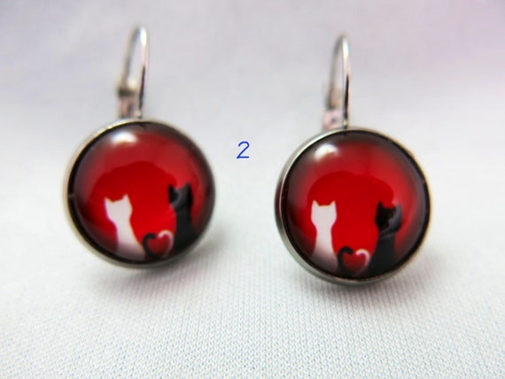 Glass cabochon earrings, pendant, small cats, hypoallergenic.! About 16 mm in diameter.