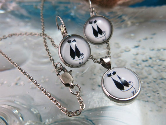"""Glass pendant and earrings set.  18 """"stainless steel chain.  Hypoallergenic"""