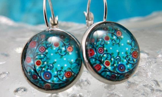 Hypoallergenic glass earrings.- Earring