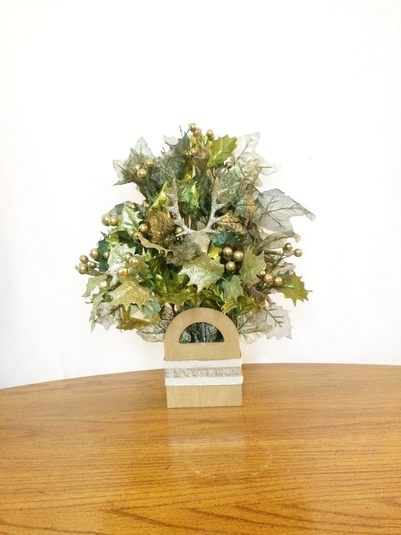 Christmas Table Arrangements Flowers.Christmas Table Centerpiece Small Flower Arrangement Small Christmas Flower Arrangement Small Floral Centerpiece Christmas Centerpiece
