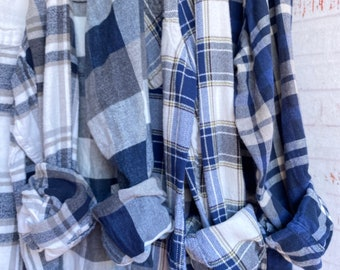 M/L vintage flannel shirts, set of 4 bridesmaid flannels, colors are navy blue and gray plaid, medium large