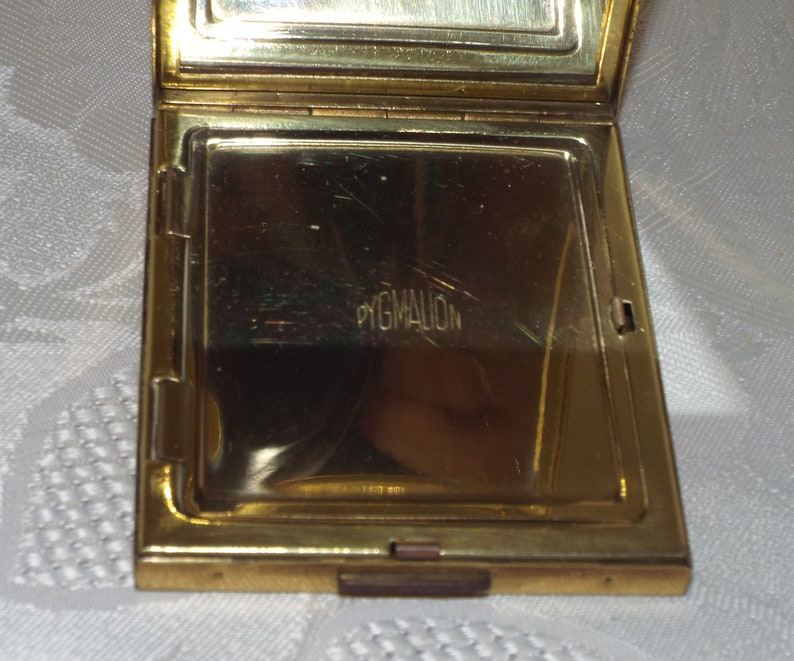 Vintage Pygmalion art deco engraved rectangular powder compact