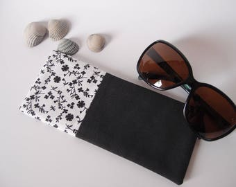 Etui à lunette de soleil en tissu noir et blanc à fleurs - molletonnée