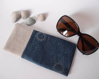 Etui à lunette en lin et tissus bleu jean à motifs soleil paillettes argenté - molletonnée