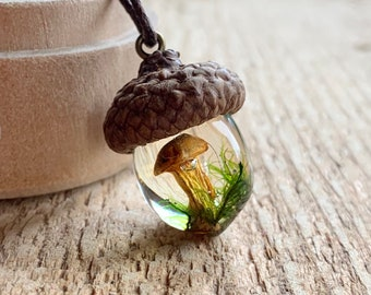 Acorn and Mushroom Pendant with Green Moss, Acorn Necklace with Moss and Mushroom Amulet, Oak Acorn Gift for nature lover, natural jewelry
