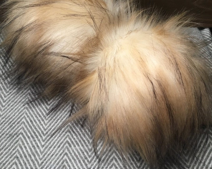 Toasted Marshmallow Faux Fur Pom