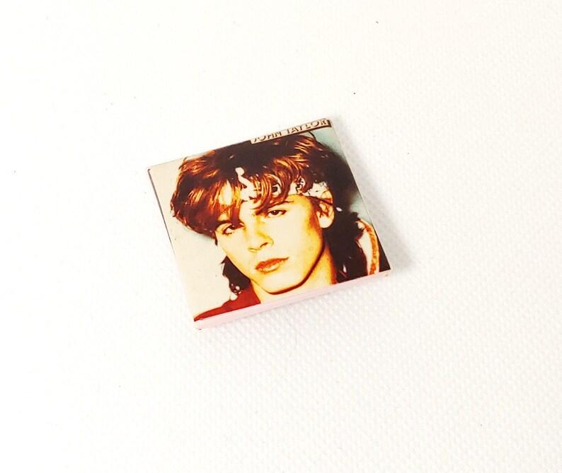 Duran Duran-John Taylor-Face-Pin-Badge-Button-80/'s Vintage-Rare