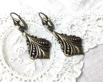Art nouveau antiqued brass teardrop dangle earrings drop dangles