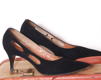 a71a91814b9 Vintage 50s black suede shoes   50s heels   cut out shoes   pin up shoes   50s  pumps   size 8 shoes