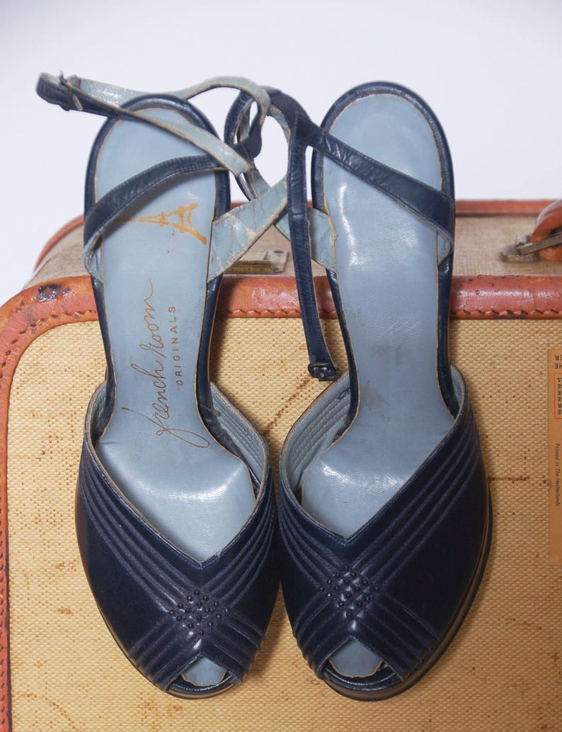 dccc6cb7cbce1 Vintage 40s platform shoes / blue leather heels / peep toe shoes / pin up  shoes / size 6.5 shoes