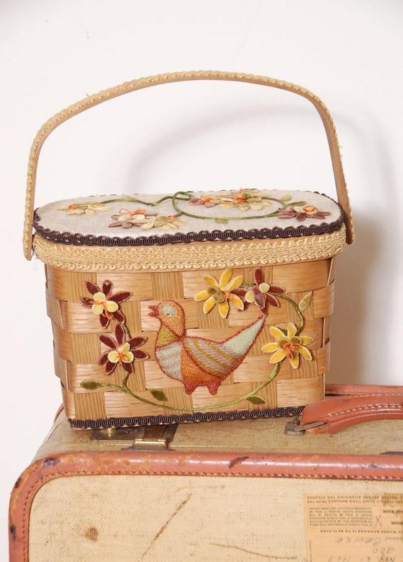 Vintage 60s basket purse / picnic basket / embelli