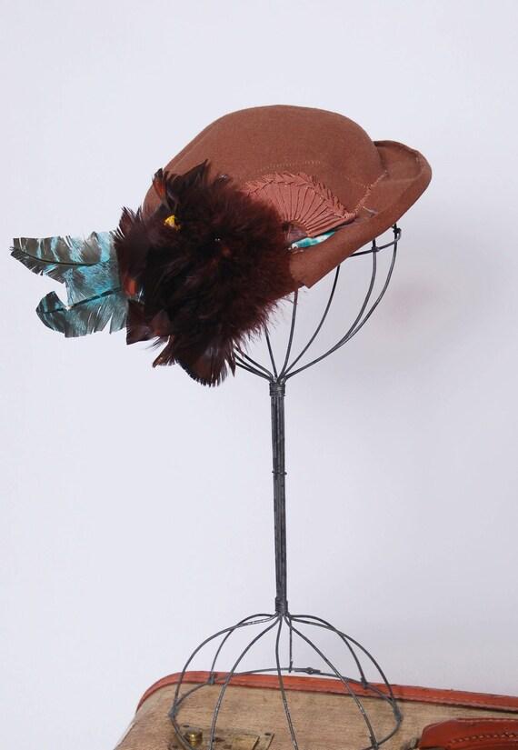 Vintage 30s chocolate felt hat /  30s feather hat