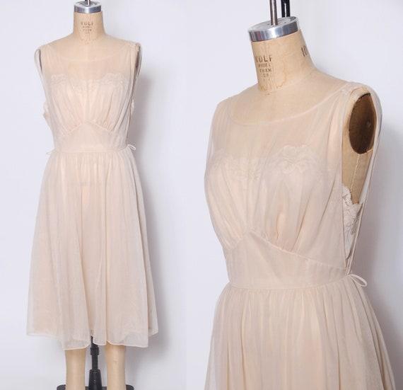 Vintage 60s nightgown / Vanity Fair nightgown / 60