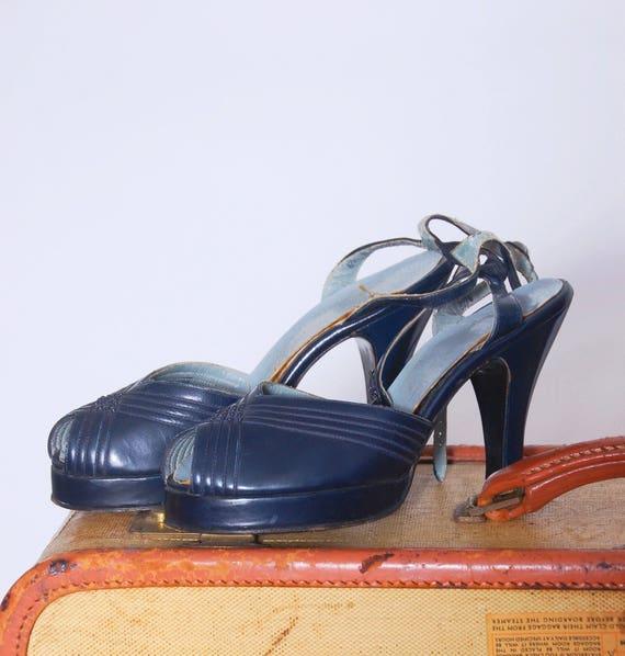 Vintage 40s platform shoes / blue leather heels /