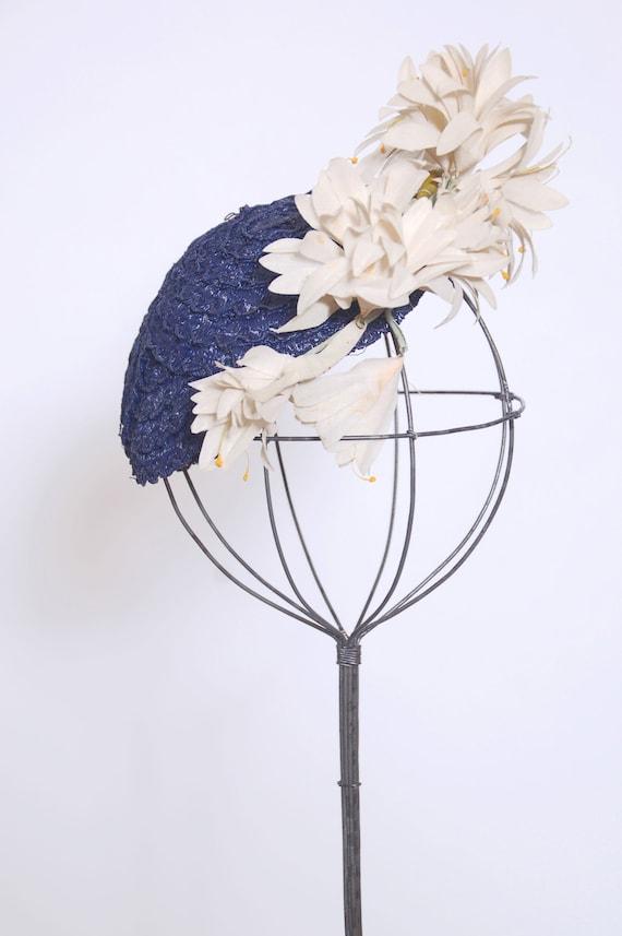 Vintage 30s 40s floral fascinator / blue woven str