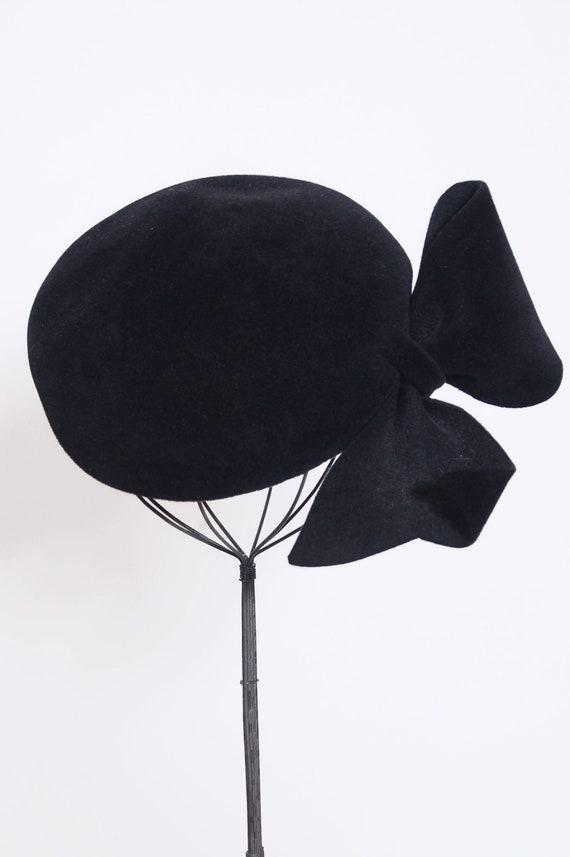 Vintage 50s tilt hat / black hat with bow / tilt h