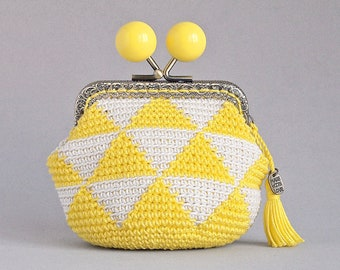 Tapestry crochet coin purse, yellow triangles coin purse, small kiss lock woman purse, geometric design coin purse, crochet bag organizer