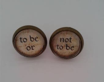 Shakespeare Quote 'To be or Not to be' Stud Earrings