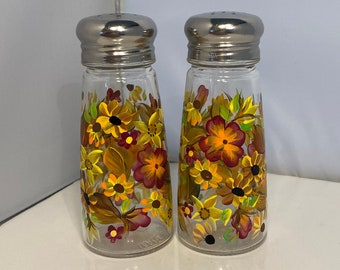 Salt and Pepper Shakers. Painted Autumn Shakers. Hand Painted Fall Shakers. Fall Color Salt and Pepper Shakers. Thanksgiving Shaker Gift.