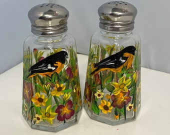 Salt and Papper Shakers. Fall Salt and Pepper Shakers. Birds on Salt and Pepper Shakers. Autumn Shakers. Glass Shakers for Fall Decor.