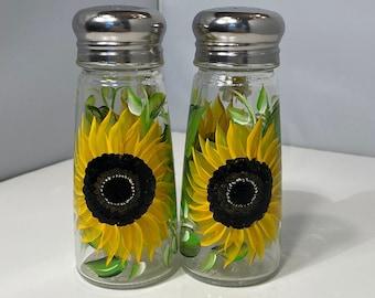 Salt and Pepper Shakers. Sunflower Shaker Set. Bees on Shakers. Painted Sunflower and Bee Shakers. Glass Shaker Set. Hostess Gift.
