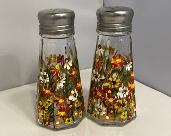 Salt and Pepper Shakers. Painted Fall Shakers. Hand Painted Shakers. Autumn Color Shakers. Wildflower Shakers for Fall. Hostess Gift.