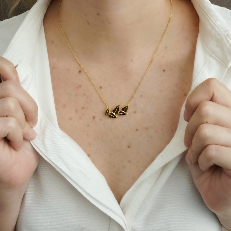 Leafy Leaves Necklace in Gold