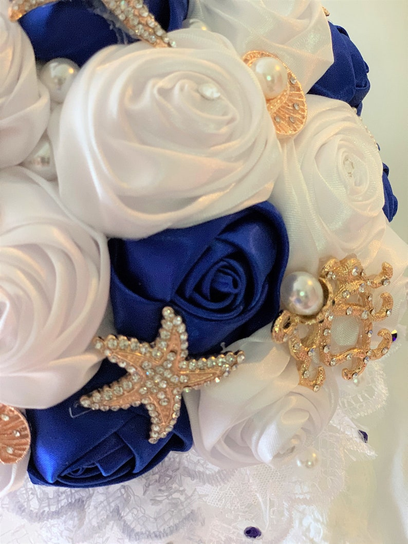 White and Royal Blue Satin Roses BEACH BROOCH BOUQUET And Boutonniere Quinceanera Bouquet Starfish and Sea Animal Brooches with Crystals