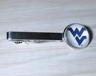 Virginia State Map Shape and Flag Design Tie Clip