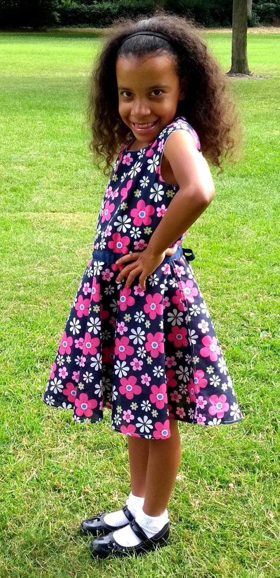 Blue girls dress size UK 7 8, Beautiful flower print, A line, zipper blue belt, holiday clothing birthday party trendy kids special occasion