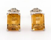 925 silver stud earrings. - Natural rectangular citrines of 3.06 ct.