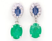 Long earrings made of 18K/750 white gold with 2.80 ct. of green emeralds, 0.64 ct. of blue sapphires and 0.36 ct. of diamonds.