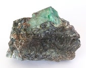 Big crystal of green emerald on black mica and quartz. - Weight: 763 grams.